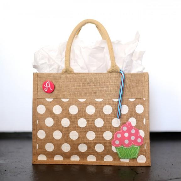 {DIY} Cupcake Gift Set   www.gimmesomestyleblog.com #kids #christmas #gifts
