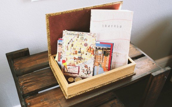 Four Ways to Decorate With Postcards | www.gimmesomestyleblog.com #postcards