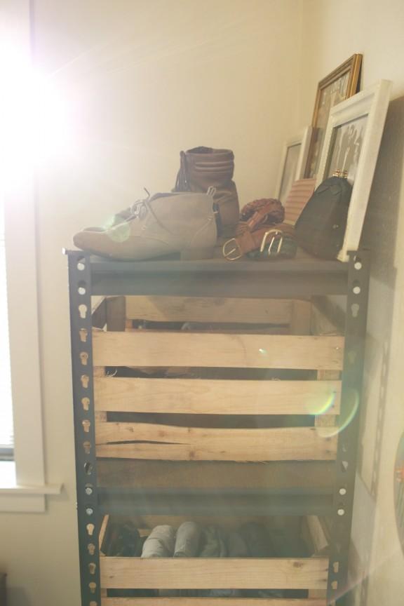 {Manage it Monday} Wood Crate Dresser | www.gimmesomestyleblog.com #organize