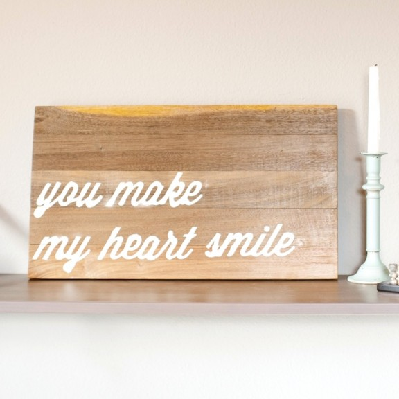 Here is a tutorial on how to make your own wood text art! | www.gimmesomestyleblog.com #diy #silhouette