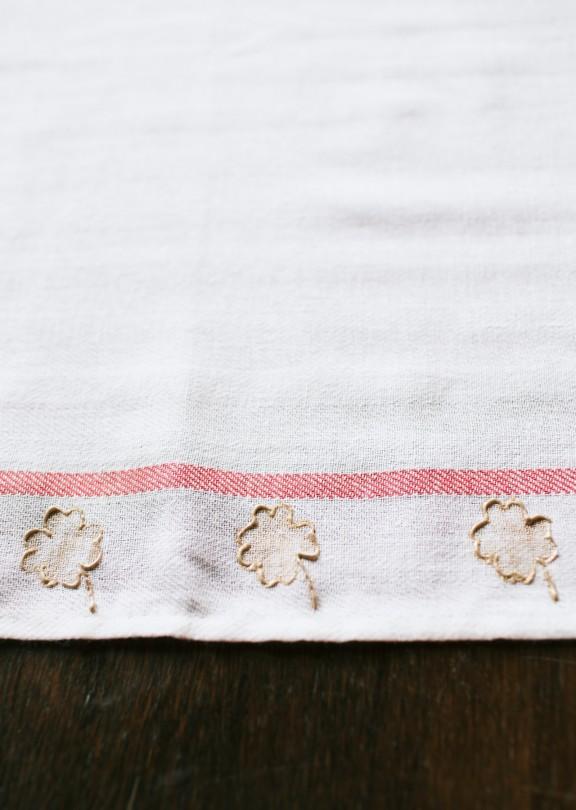 Shamrock Tea Towel | www.gimmesomestyleblog.com #shamrock #stpatricksday #diy