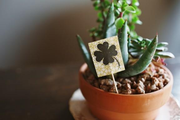 Shamrock Plant Marker | www.gimmesomestyleblog.com #shamrock #diy #stpatricksday