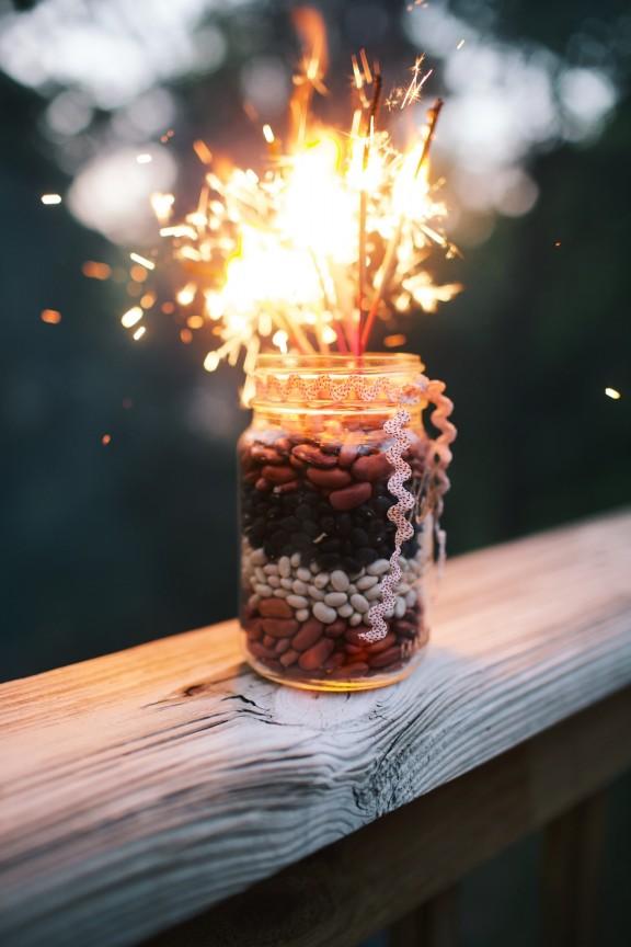 Fourth of July Fireworks Centerpiece | gimmesomestyleblog.com #sparklers #centerpiece #fourthofjuly #masonjar #craft #diy #holiday #fireworks
