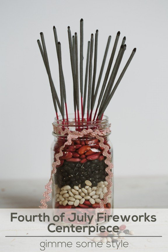 Fourth of July Fireworks Centerpiece | gimmesomestyleblog.com #sparklers #centerpiece #fourthofjuly #masonjar #craft #diy #holiday #fireworks