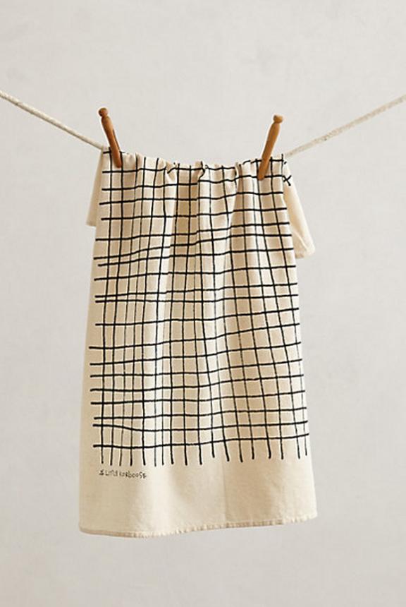 Anthropologie Checkered towel | www.gimmesomestyleblog.com #ff #fridayfavorites @home #decor