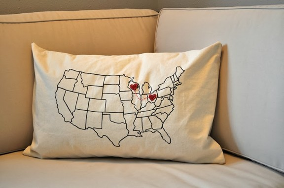 Friday Favorites: DIY State to State Pillow | www.gimmesomeoven.com/style via What's Up With the Buells