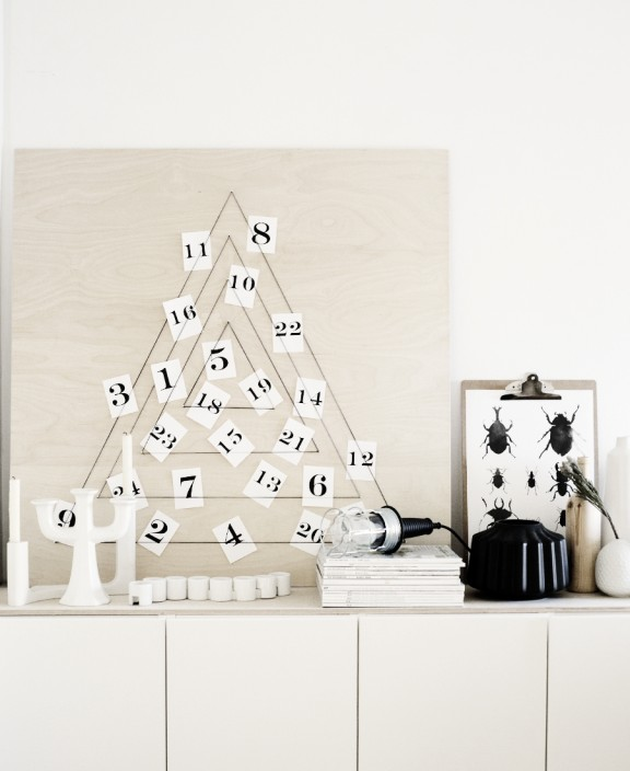 Modern DIY Christmas Calendar via Weekday Carnival | www.gimmesomeoven.com/style #diy #advent #christmas #calendar