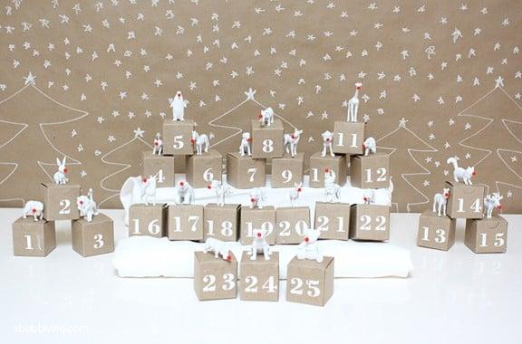 DIY Advent Calendar via A Bubbly Life | www.gimmesomeoven.com/style #christmas #advent #diy #calendar