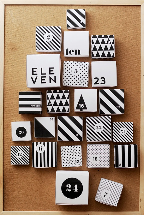 DIY Advent Calendar via Hey Look   www.gimmesomeoven.com/style #christmas #diy #calendar