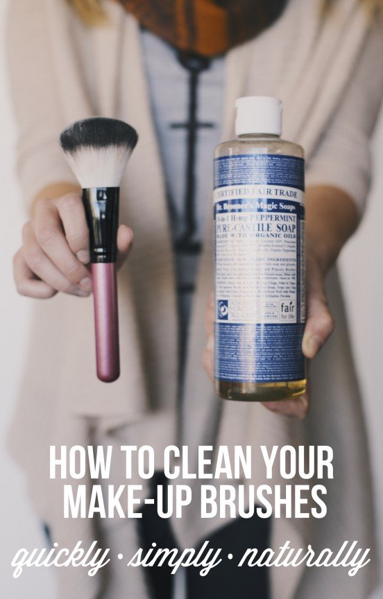 How to clean your make-up brushes--1 ingredient and all natural! | www.gimmesomestyleblog.com #natural #diy #green #clean #organize #beauty