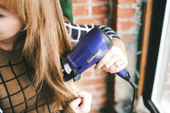 Conair Glow and Go! | www.gimmesomeoven.com/style #conair #holidaybeauty