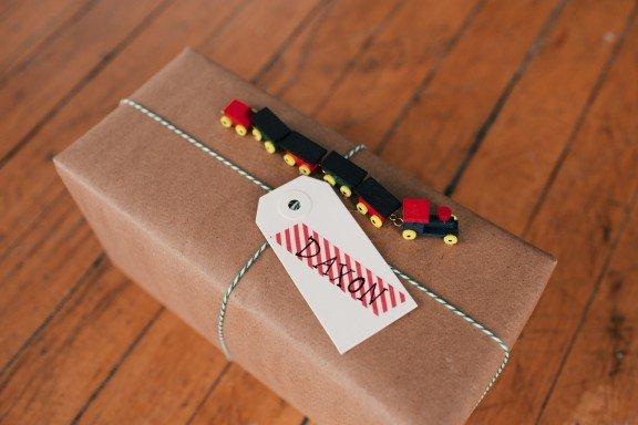 DIY Train Gift Wrapping | www.gimmesomeoven.com #christmas #wrapping #gifts #holidays